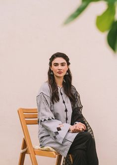 Girls Dresses Sewing, Stylish Dresses For Girls, Stylish Dress Designs, Designs For Dresses, Beautiful Pakistani Dresses, Pakistani Dresses Casual, Pakistani Dress Design, Pakistani Fashion Party Wear, Kurta Neck Design