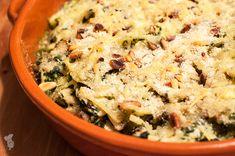 Gegratineerde pasta met spinazie en kip. Ultiem comfort food! (Lees het recept via de bron.)