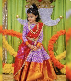 Kids Dress Wear, Kids Gown, Dresses Kids Girl, Baby Girl Dresses, Kids Wear, Half Saree Designs, Silk Saree Blouse Designs, Bridal Blouse Designs, Kids Ethnic Wear