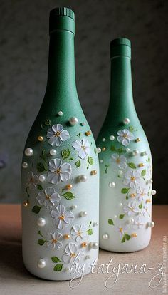 Awesome Home Decor Ideas on a Budget – Repurposed DIY Wine Bottle Crafts Glass Bottle Crafts, Wine Bottle Art, Painted Wine Bottles, Diy Bottle, Decorative Wine Bottles, Alcohol Bottle Crafts, Decorated Bottles, Glass Bottles, Beer Bottle