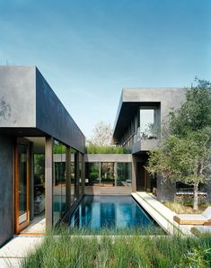 Vienna Way / Marmol Radziner, great smooth finish stucco.  Effective interaction between pool and living area