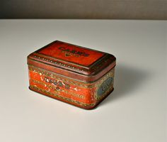 Carr's, Carlisle. Biscuits, Chocolate, Toffee vintage tin. Old metal container. Red, English casket storage box.