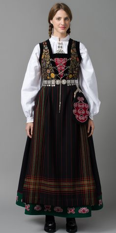 Traditional costume (bunad in Norwegian) from the Hardangerfjord region in Norway Folk Clothing, Historical Clothing, Norwegian Clothing, Scandinavian Embroidery, Frozen Costume, Scandinavian Fashion, Ethnic Dress, Folk Costume, Summer Outfits Women
