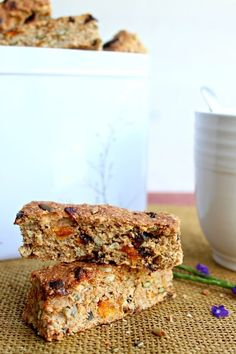 These Mango Date Brown Flour Muesli Rusks are a healthy South African rusk recipe that is easy to make, naturally sweetened and packed full of goodness! Healthy Breakfast Snacks, Healthy Desserts, Breakfast Ideas, Healthy Meals, Kos, Rusk Recipe, Hard Bread, Ma Baker, Muesli Recipe