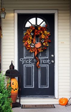 Sweet Something Designs: Halloween Scenery. Chalk board paint on the door what a great idea!!!