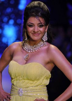 Humanoids: ACTRESS KAJAL AGARWAL HOT CLEAVAGE STILLS