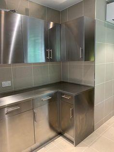 Aluminum Kitchen Cabinets, Aluminium Kitchen, Kitchen Cabinet Storage, Kitchen Cabinet Design, Stainless Steel Kitchen Design, Stainless Steel Cabinets, Brushed Stainless Steel, White Kitchen Interior, Interior Design Kitchen