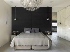 kleines schlafzimmer akzentwand schwarz spiegelwand verspiegelte nachttische pendelleuchten
