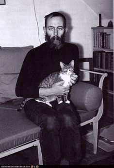 young edward gorey with cat. and jeans? i cant conceive of a life without cats. edward gorey 1925 2000 The post Edward Gorey and cat appeared first on Black Jeans. Edward Gorey, Animal Gato, Mundo Animal, Men With Cats, Matou, Cat People, Famous Artists, Cool Cats, Cat Lady