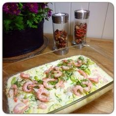 Edel's Mat & Vin : Ovnsbakt torskefilet med reker og dill ! Nydelig fiskemiddag ♫♪ Sunn og rask middag : 10 minutter med forberedelser og 15 minutter i ovn ! Cod Recipes, Fish Recipes, Great Recipes, Healthy Recipes, Recipies, Oven Baked Cod, Freezer Jam Recipes, Caesar Pasta Salads, Norwegian Food