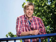Teuvo Teravainen, he looks like he belongs in a boy band please follow me,thank you i will refollow you later