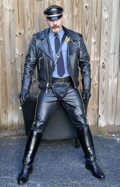 lthredge: The Cod Cop series. Leather Motorcycle Pants, Mens Leather Pants, Leather Gloves, Mens Gloves, Men In Uniform, Leather Fashion, Leather Outfits, Hairy Men, Sexy Men