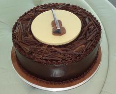 Violin groom's cake
