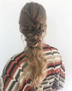 Muy buenas ideas de coletas con trensas, para rubias o morochas, con cabello corto o largo, tenemos muchas ideas para ti. Buenas Ideas, Dreadlocks, Hair Styles, Beauty, New Hairstyles, Pig Tails, Blondes, Be Nice, Women