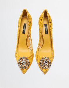 hochzeitsschuhe rainbow Pump In Taormina Lace With Crystals - Women Pumps, Stilettos, Stiletto Heels, Sapatos Manolo Blahnik, Bridal Shoes, Wedding Shoes, Rainbow Laces, Frauen In High Heels, Hot Shoes