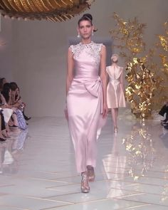 "Spring Summer Collection ""Courtyard"" by Guo Pei Source by wafaageel dress evening Haute Couture Dresses, Couture Fashion, Fashion Fashion, Elegant Dresses, Pretty Dresses, Dusty Pink Bridesmaid Dresses, Pink Evening Gowns, High Fashion Dresses, Maxi Dresses"