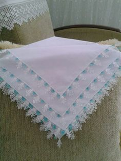 This Pin was discovered by Ünz Needle Lace, Embroidery Designs, Elsa, Diy And Crafts, Quilts, Blanket, Craft, Crochet Decoration, Manualidades