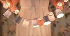 Guirnalda de luces con vasos de papel