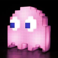 Luminária Fantasma Pac Man é um item de primeira necessidade na decoração de todo geek e amante dos games antigos.