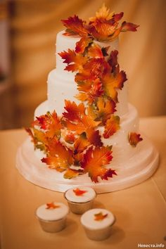 Creative autumn wedding cake with leaves decoration, love it!