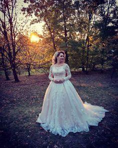 Rochie de mireasa stil printesa, cu maneci din dantela si trena Plus Wedding Dresses, Girls Dresses, Flower Girl Dresses, Flowers, Fashion, Dresses Of Girls, Moda, Fashion Styles, Royal Icing Flowers