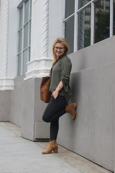 Putting together a great work outfit for petite women like me means more sleep in the morning! Check it out here, on Living Life Petite now! Petite Leggings, Petite Pants, Fast Fashion, Work Fashion, Fashion Styles, Fashion Ideas, Fashion Top, Fashion Edgy, Blazer Fashion