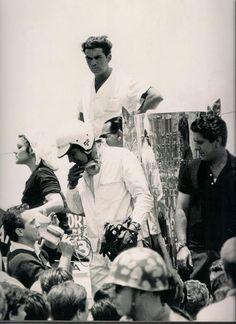 Mil Milhas de Interlagos - 1966, Vencedores: Celidônio, com o MUG na mão e Camillo, de camiseta.