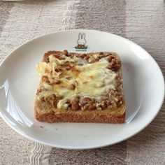Japanese natto and chunky peanut butter spread on toast (with optional cheese on top) --- my own invention! :D~~~ ......next time I'll add some chopped scallions and toasted sesames on top, too!