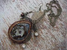 """Купить Комплект """"Ноябрьский ноктюрн"""" - коричневый, кулон с камнем, симбирцит, комплект украшений, украшение из бисера"""