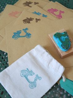 explications pour utiliser les tampons encres sur du tissu la fabutineuse tampon tissus. Black Bedroom Furniture Sets. Home Design Ideas