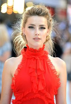 Amber Heard 'Magic Mike XXL' London Premiere Amber Heard is not only beautiful but she is fairy of this world Most Beautiful Faces, Beautiful People, Amber Heard Age, Amber Head, Beauté Blonde, Celebs, Celebrities, Woman Crush, Beautiful Actresses