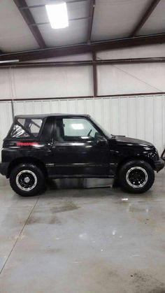 Trackers are awesome. Suzuki Vitara Cabrio, Geo Tracker, 4x4, Cool Jeeps, Sexy Cars, Vroom Vroom, My Ride, Offroad, Cool Cars