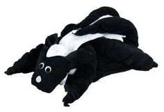 Cute towel origami skunk made out of 2 black bath towels, 1 black hand towel and 2 white hand towels. http://foldingmagic.com
