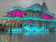 The temple was established by Kripalu Maharaj. The construction takes 11 years and about 150 crore has been expensed. The presiding deity are Shri Radha Govind (Radha Krishn) and Shri Sita Ram #Vrindavan #Attractions #Temples