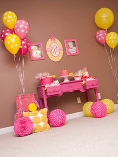 Pink lemonade decor, poka dot balloons