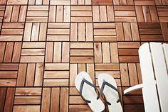 Το ξύλινο δάπεδο PLATA της ΙΚΕΑ, από μασίφ ξύλο ακακίας, αλλάζει την όψη των εξωτερικών μας χώρων.