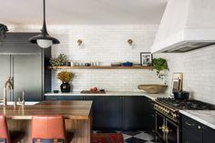 All White Kitchen, Black Kitchens, Cool Kitchens, Country Kitchen, Traditional Decor, Dream Decor, Interior Inspiration, Design Inspiration, Design Ideas