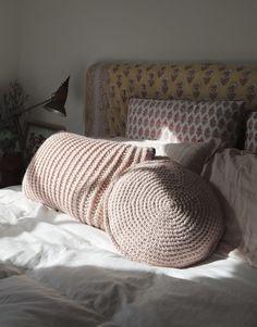 Circle Game Cushion | Crochet it www.woolandthegang.com