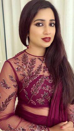Indian Actress Photos, Bollywood Actress Hot Photos, Bollywood Girls, Beautiful Bollywood Actress, 10 Most Beautiful Women, Beautiful Girl Indian, Beautiful Indian Actress, Shreya Ghoshal Hot