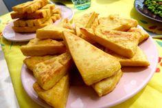 La Panisse – Recette Niçoise 250 gr de farine de pois chiche • 1 Litre d'eau • 2 cuillères à soupe d'huile d'olive • 1 gousse d'ail • 1 poignée de gros sel • Huile d'olive pour la cuisson