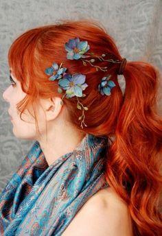 cheveux rouges, coloration sans amoniaque, fleurs
