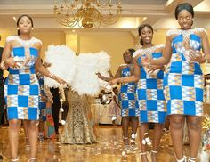 Ghanaian bride ditched modern bridesmaids' dresses for traditional Kente outifts for her bridesmaids & they looked glamorous (photos) African Bridesmaid Dresses, Modern Bridesmaid Dresses, African Wedding Theme, African Wedding Dress, Latest African Fashion Dresses, African Print Fashion, Ankara Fashion, African Attire, African Dress