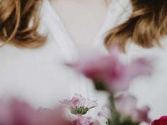 Ystävälle on helppo olla lempeä ja kannustava, mutta itselleen saattaa huomata puhuvansa käskevin, arvostelevin ja alentavin sävyin. Joskus oma sisäinen ääni on kaikkea muuta kuin lempeä. Voi myös olla, että itseltään vaatii sellaisia asioita, joita ei koskaan edes kehtaisi pyytää keneltäkään toiselta. Tag Store, Trendy Outfits, Clothes For Women, Sandal Heels, Blossom Flower, Flower Fashion, Fashion Clothes, Footwear, Plant