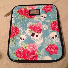 Betsey Johnson iPad Case Betsey Johnson iPad Case. Excellent condition. Sorry no trades. Happy Poshing Betsey Johnson Accessories Tablet Cases