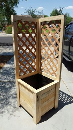 DIY pallet and wood planter box ideas don't have to be predictable. Discover the best designs that will give your deck a touch of style in DIY planter box designs, plans, ideas for vegetables and flowers Wood Planter Box, Wooden Planters, Diy Planters, Planter Ideas, Planter Box Designs, Woodworking Projects Diy, Diy Wood Projects, Garden Projects, Woodworking Jigs