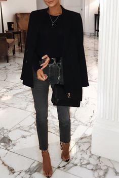 Mode femme chic avec un jean noir droit, un top noir manches longues, un blazer … Chic fashion woman with black straight jeans, a black long sleeve top, a black blazer and transparent heels Winter Mode Outfits, Winter Fashion Outfits, Fall Outfits, Autumn Fashion, Dressy Outfits, Jean Outfits, Chic Outfits, Mode Instagram, Night Out Outfit
