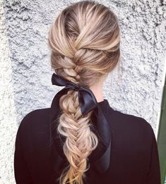 27 Easy DIY Date Night Hairstyles The man of your dreams finally asked you on a date, and now you're not only freaking out about your outfit, but your hair as. Night Hairstyles, Latest Hairstyles, Diy Hairstyles, Wedding Hairstyles, Faux Braids, Date Dress Up, Date Night Hair, Tattoo Diy, 60s Hair