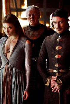 Margaery Tyrell and Petyr Baelish - Game of Thrones (by deisegal) Lord Baelish, Petyr Baelish, Game Of Thrones Costumes, Game Costumes, Got Stark, Aidan Gillen, Game Of Thrones Books, Diy Broderie, Margaery Tyrell