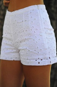Darling In Daisy Shorts: White Gorgeous Short Outfits, Summer Outfits, Casual Outfits, Cute Outfits, Fashion Outfits, Daisy Shorts, White Lace Shorts, Eyelet Shorts, Eyelet Lace