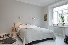 Big modern bed in a white bedroom interior design along with simply woode stool and small animal rug decor also fascinating lamps and plants ideas Bedroom Colors, Bedroom Decor, Bedroom Plants, New Bedroom Design, White Interior Design, Grey Room, Bedroom Layouts, Trendy Bedroom, Contemporary Bedroom